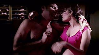 Sushmita & Manisha watch couple romancing | Hot Bed Scene | Full Hindi Movie - Paisa Vasool
