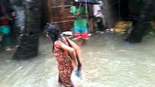 Funny Video Of Slum Girl In Rainy Monsoon...