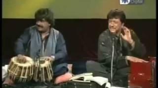 AttaUllah Khan With Happy Tabla Player - YouTube.FLV