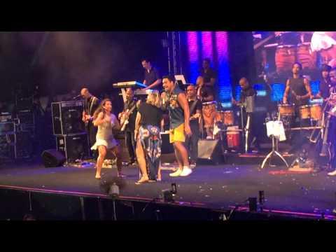 Carla Perez e Scheila Carvalho dançam na Melhor Segunda feira do Mundo em Salvador