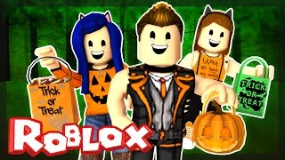 Roblox Halloween - TRICK OR TREATING IN HAUNTED CREEPY HALLOWSVILLE! | ItsFunneh