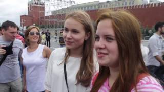 Russian people sing Russian national anthem (subtitles)