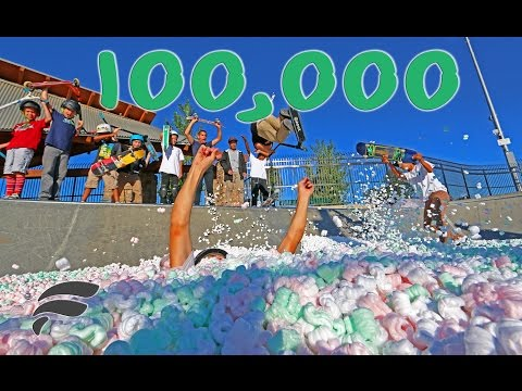 100 000 STYROFOAM PACKING PEANUTS FILLS SKATEPARK