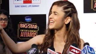 Alia Bhatt ABUSES a reporter at Big Star Entertainment Awards 2014