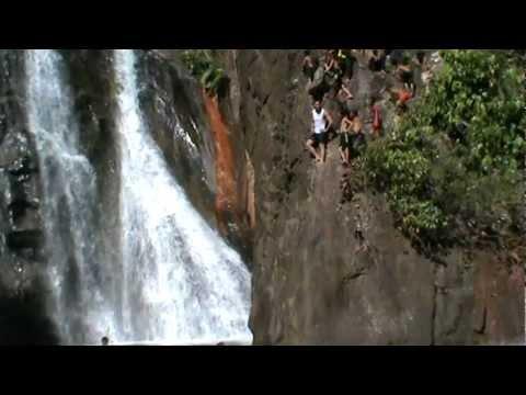 Terjun Indah di Air Terjun Dolog Bunga