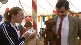 Mr Bean takes teddy to the pet show