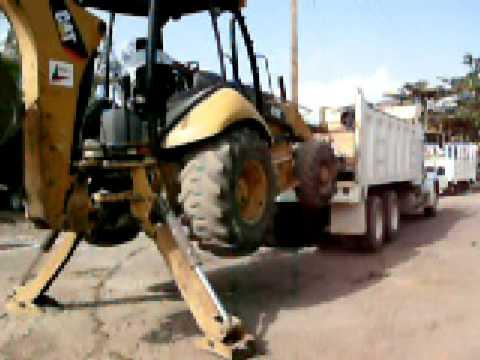 Mariachi Sube Retro a Camion de Volteo