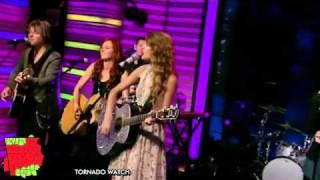 Taylor Swift - Mine (Live on Regis and Kelly 10-27-2010) [HD].