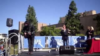Jeremy Jordan and Mitchell Schaffer perform