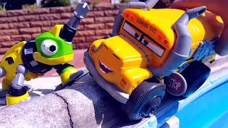Cars HYDRO WHEELS and Yellow Bus In The Pool TaTaToys Toys for kids