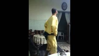 Un homme qui danse mieux qu une femme