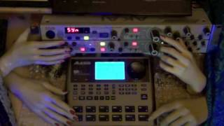 Alesis SR 18 Bass as poly synth