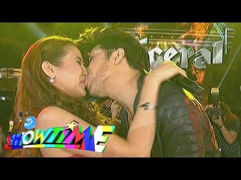 It s Showtime Vice kisses Karylle on Showtime Kapamilya Day