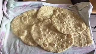 پخت نان لواش ایرانی در خانه صلح جهت درست کردن ساندویچ کباب کوبیده و جوجه