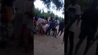 Viuno vya wanafunzi kwenye kigodoro. (SUBSCRIBE MTAANI TV for more videos)