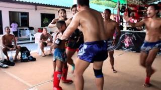 A rare look at Saenchai's Son sparring with our newest fighter