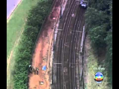 Trem da CPTM atropela funcionários na Grande SP mp4