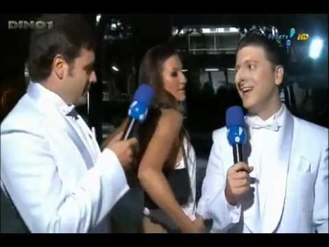 Vanessa Barzan levantando o vestido e mostrando o fio dental Pânico na TV