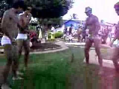 galera da sunga branca dançando o créu em Correntina