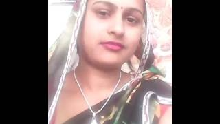 Very Hot and Sexy Desi Bhabhi Kiss Self Video
