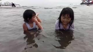 Amanda celin mandi di pantai