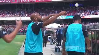 Gabriel faz gesto obsceno para a torcida do São Paulo