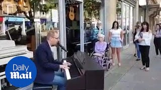 Man wheels piano on street to stun fiance with marriage proposal - Daily Mail