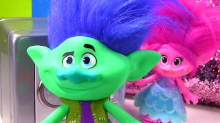 Dreamworks Trolls Movie Poppy Branch & Guy Diamond Dig It for Gold and Diamonds!