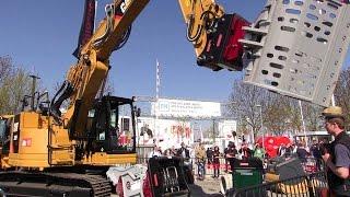 OilQuick On A Cat 325F Excavator Demo @ Bauma 2016