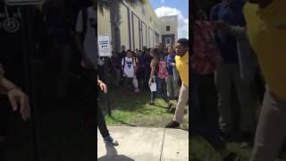 [Choc] Grosse bagarre très violente qui finit très mal devant un lycée aux États-Unis !