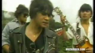 Wings -Taman Rashidah Utama Video Clip.flv