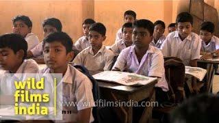 Hindi teacher asks question to students - Kerala