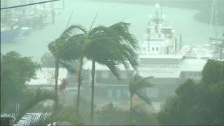 Thousands take shelter as Cyclone Debbie lashes Australian coastal resorts