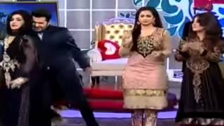 pakistani aunties dancing on bollywood song