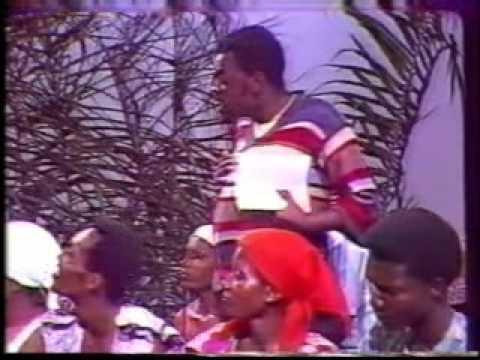 Groupe NZOI et Groupe MANGOBO dans Papa pasteur 1