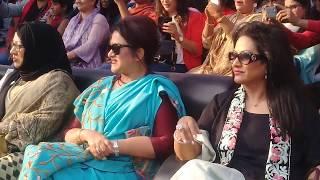 চলচ্চিত্র শিল্পী সমিতির পিকনিকে।  গান গাইলেন প্রতিক হাসান ।  নাচলেন  রিয়াজ এবং শাবনুর