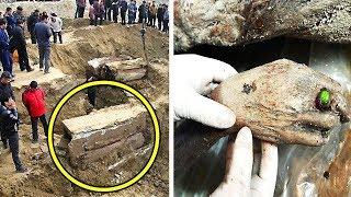عمال صينيون وجدوا صندوق غامض أثناء الحفر , لن تصدق ما وجوده بداخله .. !!