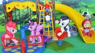 Bajka Masza i Niedźwiedź po polsku - Masza i kucyki my little pony na placu zabaw