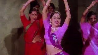 Bhaile Saawan Me Gawanwa - Asha Bhosle | Ganga Ke Teere Teere | Classic Bhojpuri Song