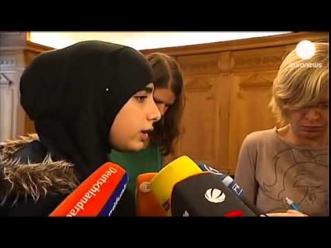 دختران مسلمان در مدارس آلمان باید در یک استخر با پسران شنا کنند