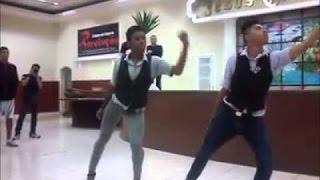 Jovens dançam Beyoncé dentro de igreja evangélica