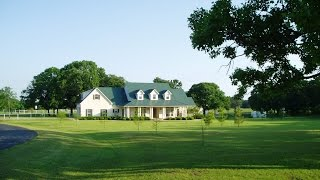 Equestrian & Airplane Lovers 12 Acre Texas Estate
