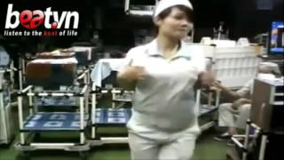 gái ngáo đá nhảy loạn tại công ty