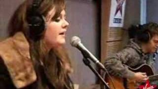 Adele - Chasing Pavements (Live acoustic)
