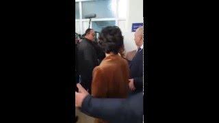 """لحظة دخول توبا بويوكوستن tuba büyüküstün  """"لميس"""" الى مستشفى بارني بالجزائر"""