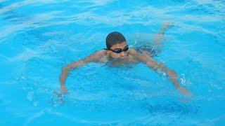 نسر الكونغ فو يبدأ في تعلم السباحة من سن 25 The first time I learn swimming