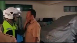 PELAJAR INI TANTANG POLISI SAAT TAWURAN ANTAR SMK DI SEMARANG
