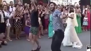 Chunnari Chunnari..italian bride dance..proud to be an indian! 640x360