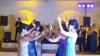 و رقص باباکرم ساقدوشها و عروس و داماد