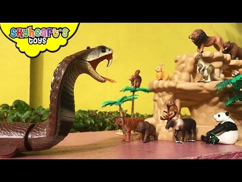 GIANT SNAKE attacks animals Lion Tiger Panda Cobra Takara tomy animal toys for kids children